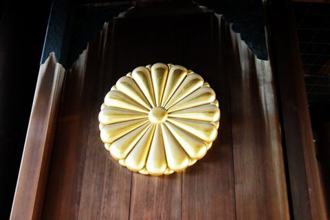 靖国神社門600tone.jpg